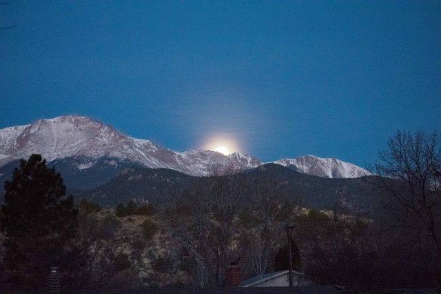 Colorado Moon Set (Image © 2018 F. P. Dorchak)