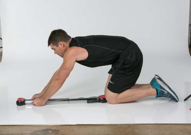 Abs Plank Crunch (© 2018 Bullworker. Used with Permission from Bullworker)
